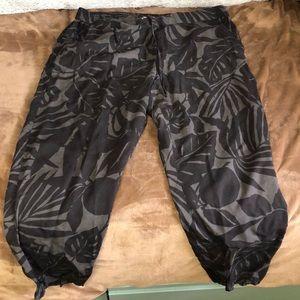 Leaf print grey and black pants